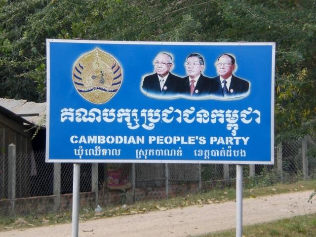 Das Triumvirat der KVP, wenn auch mehr Nostalgie als politische Realität: Partei- und Senatspräsident Chea Sim (l.), Parteivizepräsident und Premierminister Hun Sen (m.) sowie Parteiehrenpräsident und Parlamentspräsident Heng Samrin. (Foto: Karbaum)