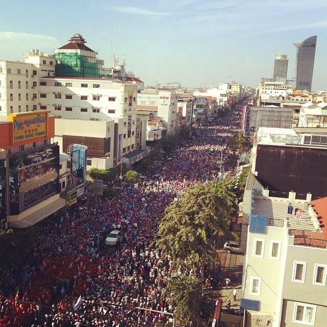 Etwas mehr als 30.000 oder doch eine halbe Millionen? Die Schätzungen, wie viele Menschen sich am Protest der Opposition am vierten Advent beteiligt haben, geht weit auseinander. Eindrucksvoll war es trotzdem. (Foto gefunden auf KI-Media)