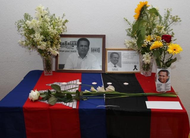 Die Ermordung des populären Regimekritikers Kem Ley bestürzt nicht nur die Menschen in Kambodscha. Am Sonntag kamen die Trauernden in Berlin zu einer ergreifenden Gedenkveranstaltung zusammen, um dem Opfer die letzte Ehre zu erweisen. Die Bestürzung über das Attentat war auch sieben Tage danach ungebrochen. Stärker ist allein die Hoffnung, dass möglichst viele Menschen Kem Ley als Vorbild im Alltag begreifen und dass andere sein politisches Wirken fortsetzen werden. (Foto: Lina Tach)